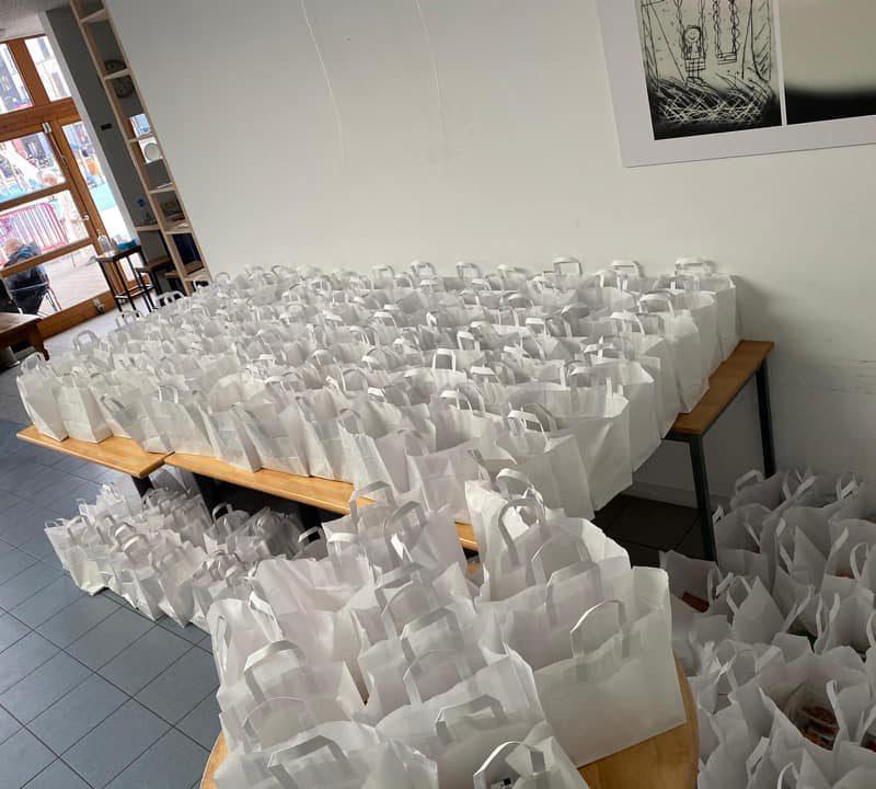 Voedselpakketten uitdelen: onze verenigingen doen mee!
